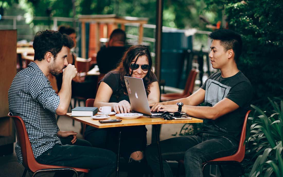 «La comunicación en la empresa se basa en cuidar las relaciones»